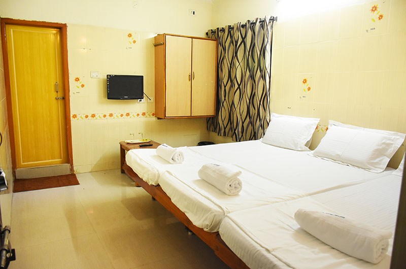 Hotel Govind Heights - Standard Non Ac Triple Room-1