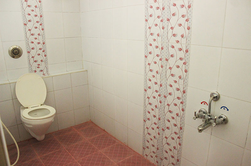 Hotel Govind Heights - Bathroom